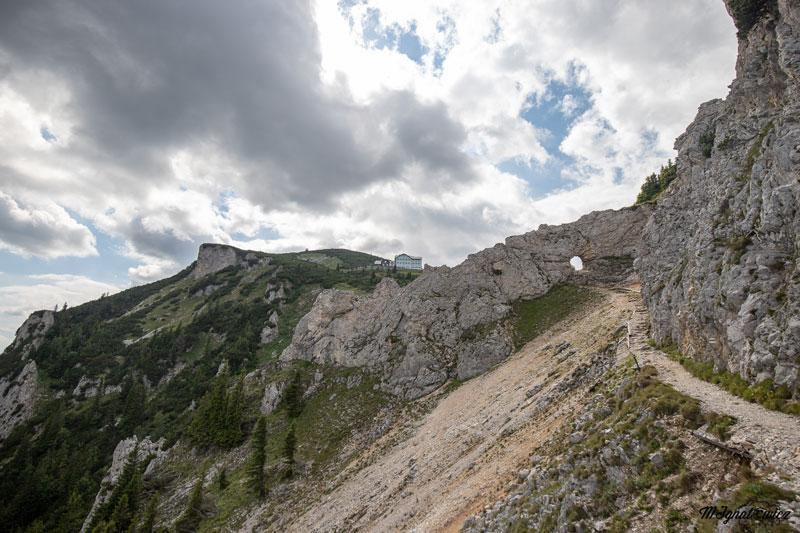 widok na Ottohaus z końcówki Törlweg