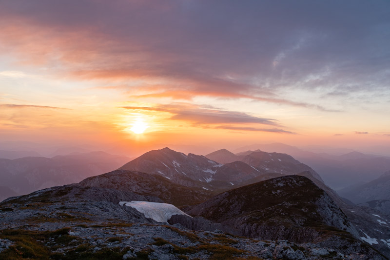 wschód słońca widoczny ze szczytu Hochschwab'a